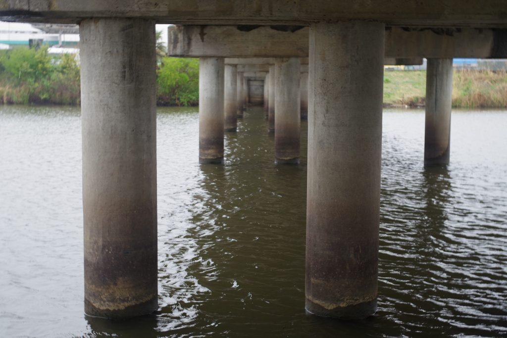 新利根川の橋桁