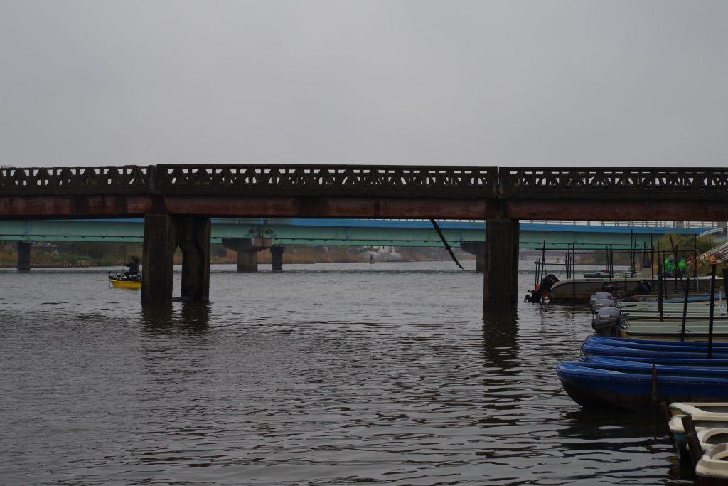 新利根川松屋ボート前