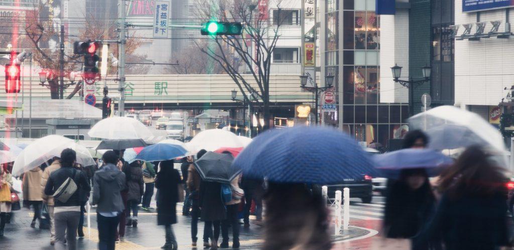 梅雨の渋谷駅