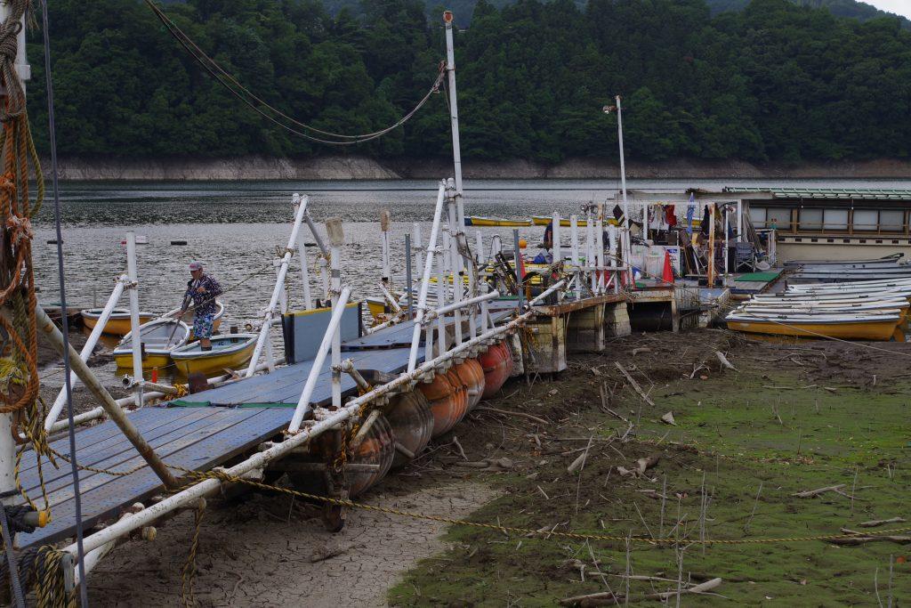津久井湖減水の桟橋