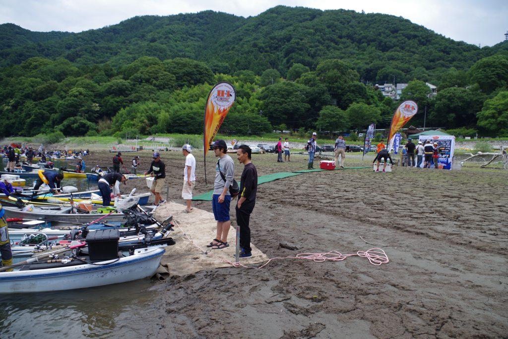 干上がる津久井湖