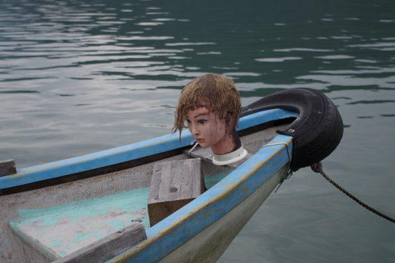 相模湖鳥よけ人形